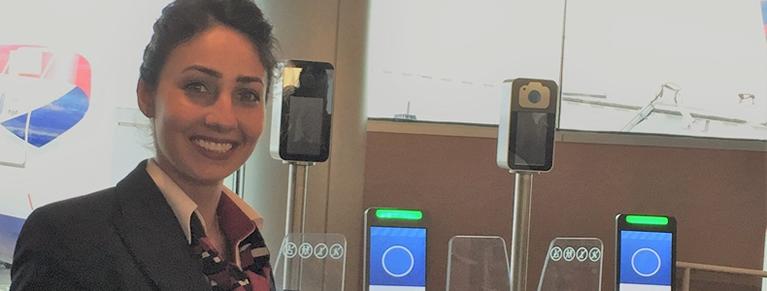 Sonrisas durante todo el viaje: los pasajeros de British Airways embarcan en el aeropuerto de Orlando con tan solo una rápida foto