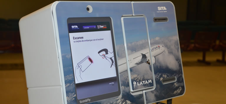 SITA, Latam Airlines and Nuevo Pudahuel showcase Leo – the innovative baggage robot - in Santiago, Chile