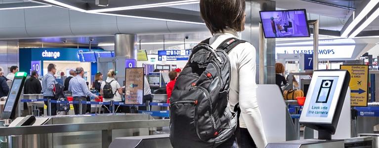 SITA Smart Path™ les permite a los pasajeros del aeropuerto de Atenas usar literalmente sus caras como tarjeta de embarque